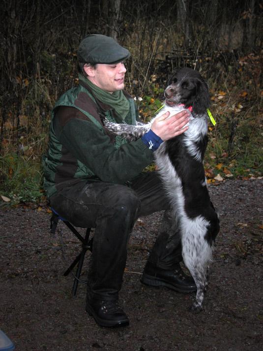 Dagens jägare är rädda om sina hundar. Foto: Madeleine Lewander