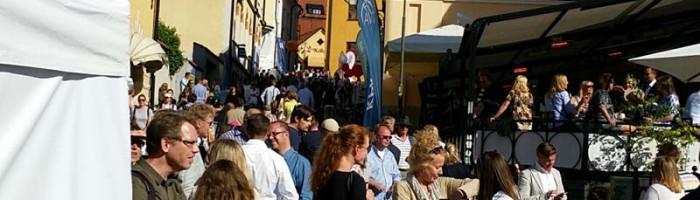 Visby är fullt av människor under Almedalsveckan. Foto Magnus Rydholm